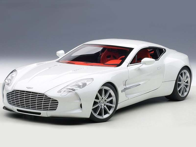 AUTOart Aston Martin One-77 2009 White 1:18 70244